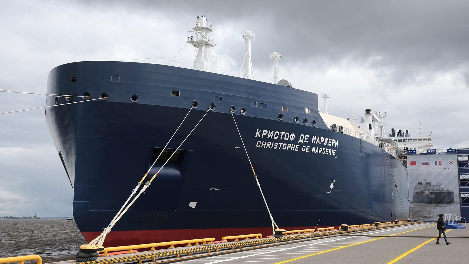 O gelo derretido é um presente para os navios-tanque de combustível fóssil que navegam pelo Ártico