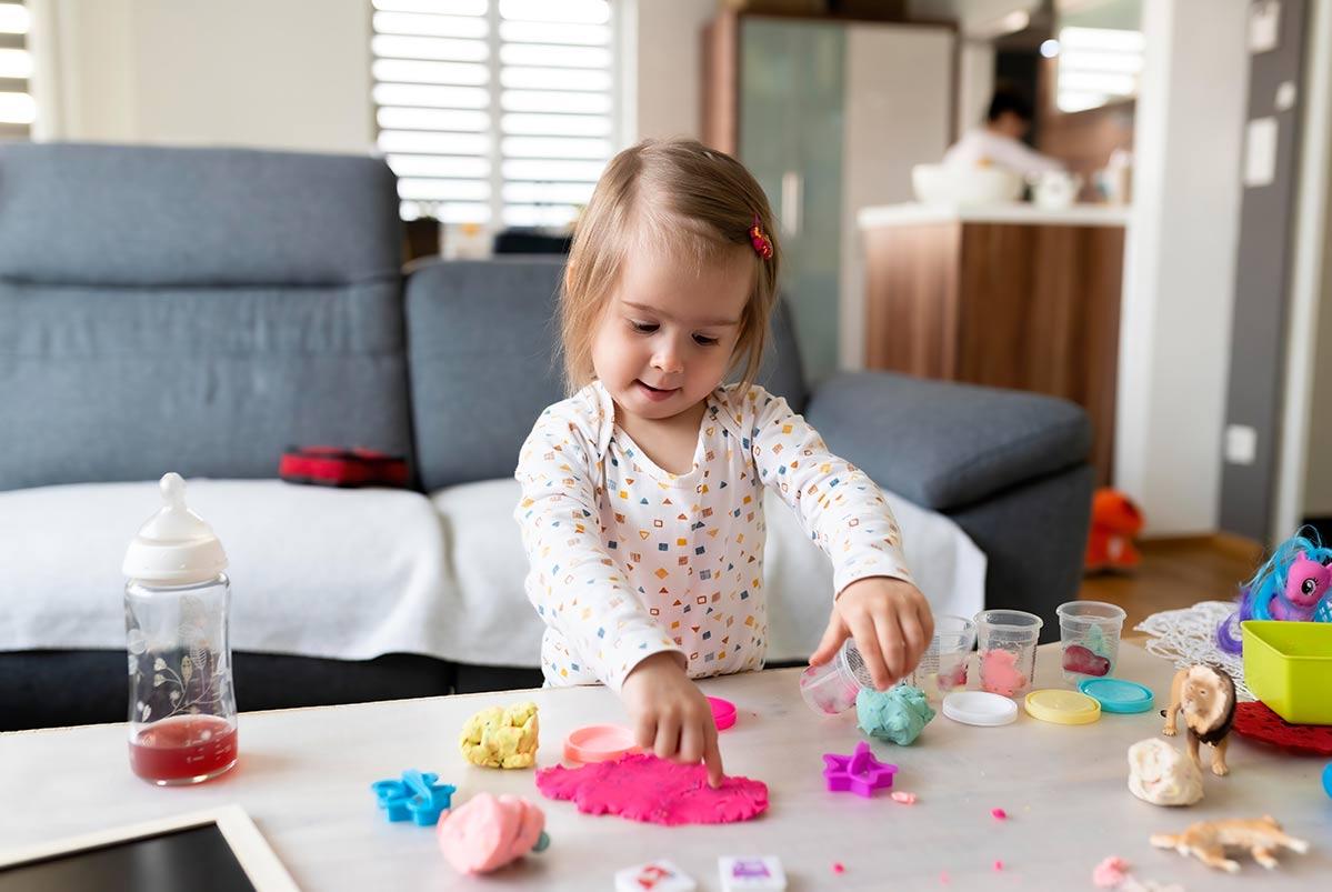 Tinta, massinha, sujeira e muita alegria para crianças